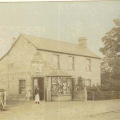 Around 1900. 28 High Street, Samuel Ashby started a grocery. | (Deacon)