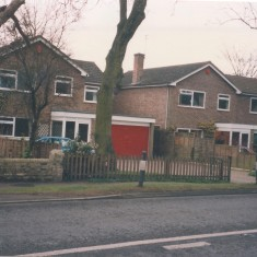 6A (red garage) and 6 High Street 1995 | (Deacon)