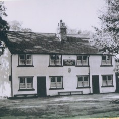 Three Horseshoes, No 21 High Street - sold to Greene King 1925 | (Deacon)
