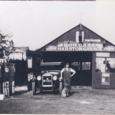 1931. No 123  Bass' garage | (Deacon)