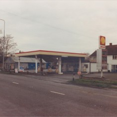 Jan 1989. No 123 Shell before demolition | (Deacon)