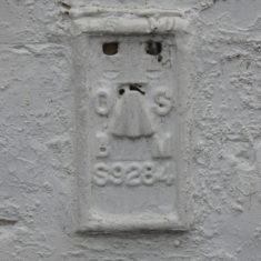 OS benchmark on wall of Old English Gentleman 2016 | (Roadley)