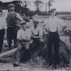 Stephens gravel pit diggers 1926-7 Persel Cornwell, Ted Bye, Tom Whitby, Frank Swan plus 2 others | (Deacon)