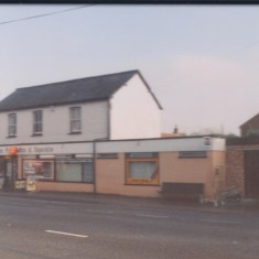 1986. 28 High Street, now incorporating a Post Office. | (Deacon)