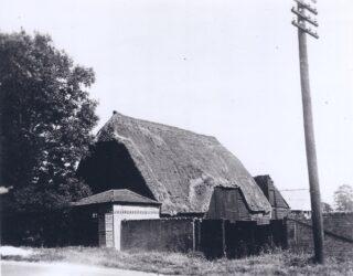 Old barn originally part of Manor House farm c 1911 (Deacon)