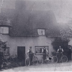 Wisbeys with bikes in front of Fountain farm | (Deacon)