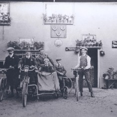 Some of the Haylock family with bikes and side car in front of Three horseshoes lad second in from right is AubreyHaylock whose family ran pub | (Deacon)