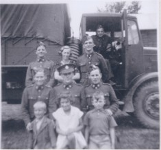 PZZP1.1 WW2 Army personnel near searchlight battery in field near Queens Close with Jim & Joan Starr, Trevor knights in front & Mrs Starr at back