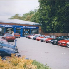 No 59 High St changes from City Ford to Peugeot June 1999  | (Deacon)