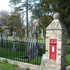 VR letter Box Church St Victorian, in use. Entrance Vicarage & Rhee House 2015 | (Griffin)