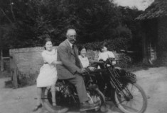 John Richman Badcock , and daughters Anita and Margaret (and unknown girl)