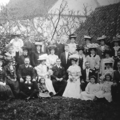 Ashby family members at wedding of Elizabeth Ashby to James Chapman 1907, possibly in Footpath   Folbigg