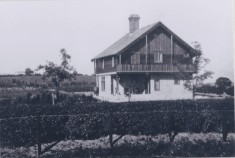 Early photo of Sunbourn