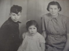 Alan, Wendy & Mary Farrington 1942