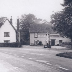 Pre 1930s Queens Head selling Barclay Perkins Ales & Stout. Note cottage on left | (Deacon)