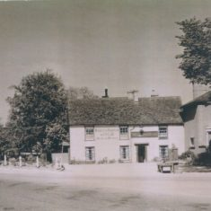 Queen's Head 1930s | (Deacon)