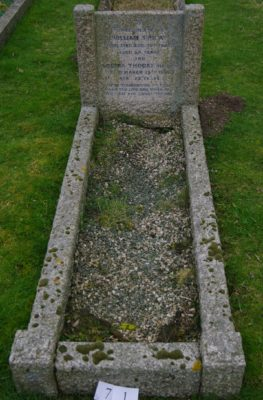Thoday grave, Button End | (Roadley)