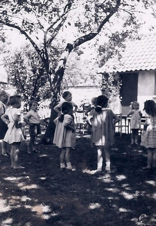 1948: Pupils in front of classrooms behind Beechcroft to right   (Janet Bennett)