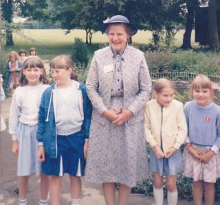 Mrs Mary Askham with Harston School pupils 1985 | (Deacon)