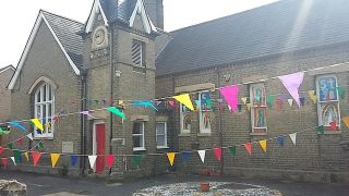 Harston School support for VE day and NHS; High St | (Linda Churchman)