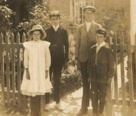 Grace, Arthur, Robert & William Newling 1911