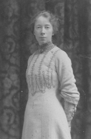 A young Lilian Edmonds   (Ancestry pamSpened)